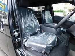 特別仕様車専用のハーフレザーシートは高級感もありノーマルバージョンとは比べ物になりませんよっ!!!