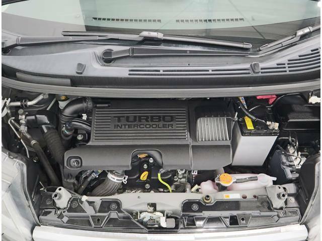 658cc3気筒・インタークーラーつきターボチャージャーエンジンです! 排気量の制限がある軽自動車のエンジンを、過給機で補うシステム!兎にも角にもパワーアップしています!