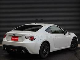 人気のホワイトパール色にマニュアルトランスミッション車両になります!