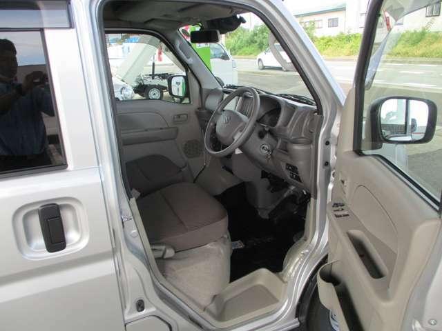 各種メーカーの新車・中古車・軽トラック・軽バン続々入庫中です