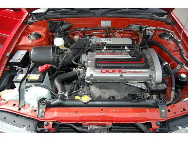 エンジンルームも細部までクリーニング及びリペア済みです。エンジンも快調に廻ります。