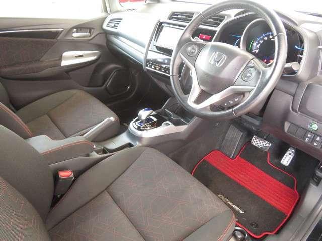 デザイン性はもちろん安全面も考慮されたインパネ周り!!見たい場所が良く見える♪♪ガラスエリアが広く見やすさは一目瞭然★運転席からの視界はとっても広々♪♪♪