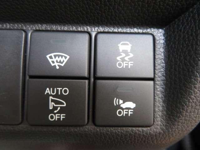 【ドライバーの安全面を多面的にサポートしてくれる装備が充実☆★☆オートリトラミラーも装備☆☆☆ドアロックに連動してミラーを自動で格納してくれる♪ドアロックで格納♪アンロックで展開♪