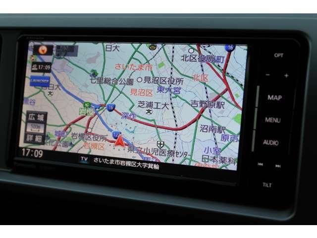 パナソニックSDナビゲーション(ストラーダ/CN-RE03WD)が装備されています。DVDビデオ+フルセグTVの視聴が可能です。Bluetooth対応です。