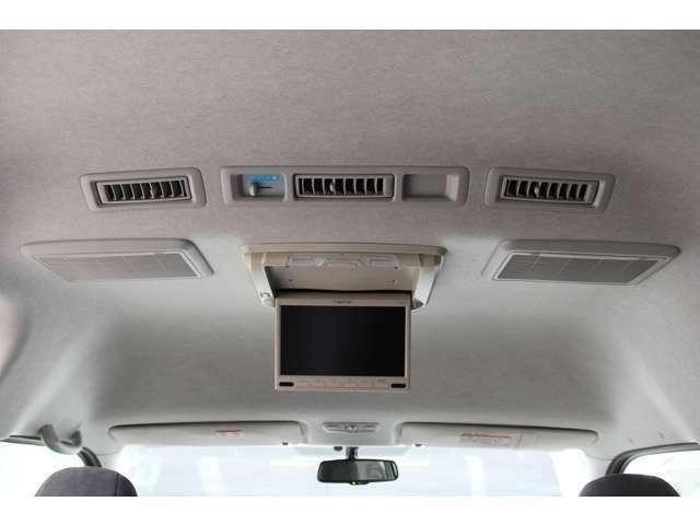 EONON10.1インチ車載専用フリップダウンモニター(L0126)が装備されています。