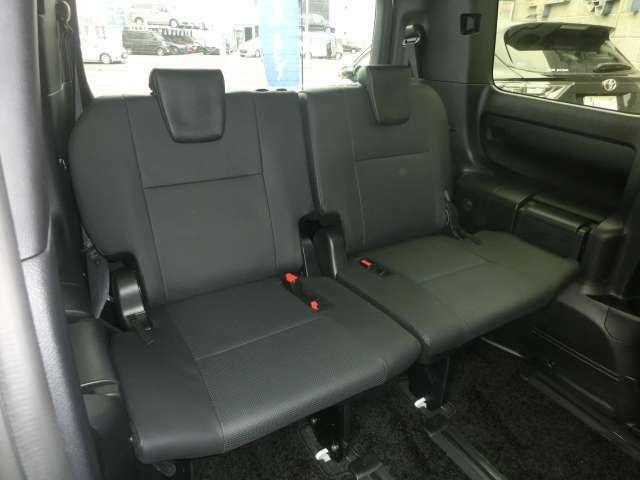 サードシートは大人の方2名乗車でお子様の場合には3名乗車でゆったりとお乗り頂けます。