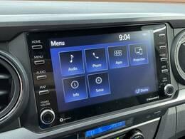 【純正ディスプレイオーディオ】FM・AMラジオやブルートゥース接続など多彩な機能を併せ持っており、インパネ周りがすっきりしてますね!