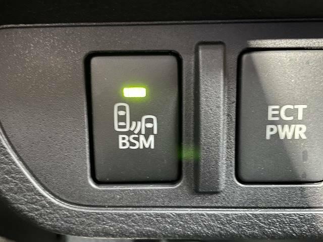 【ブラインドスポットモニター(BSM)】車線変更時に車両後方から来る車両を検知し安全をサポートする装置です。