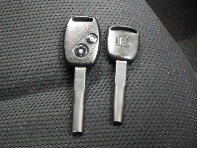 【キーレスエントリー】キーボタンを押すだけで、ドアロックの開閉が可能♪ 重い手荷物を持っていたり、夜のドアの開閉にとっても便利です♪