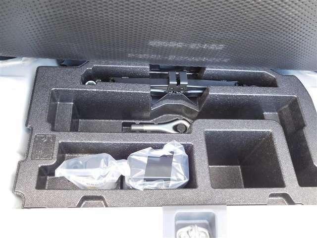 万が一に備えてパンク修理キット&工具を搭載しています!