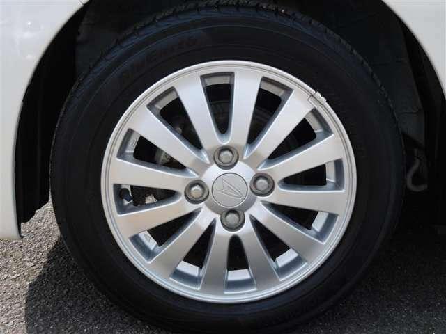 純正14インチアルミ!タイヤサイズは155/65R14です。