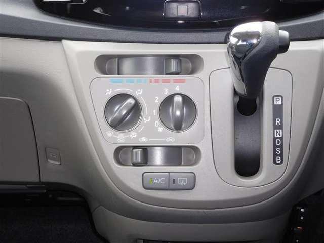 ダイヤル式マニュアルエアコンは使いやすくて便利です。