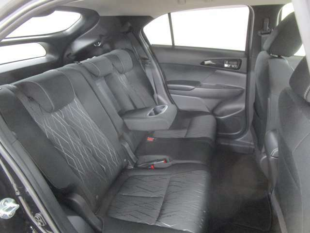 足元も広く、ゆったりとしたリヤシートは長いドライブも快適です!
