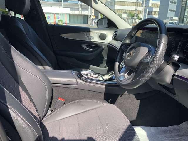 前席にはメモリー付きパワーシートを装備。シートヒーターを備えていますので、寒い時期のドライブも快適に楽しむことができます。
