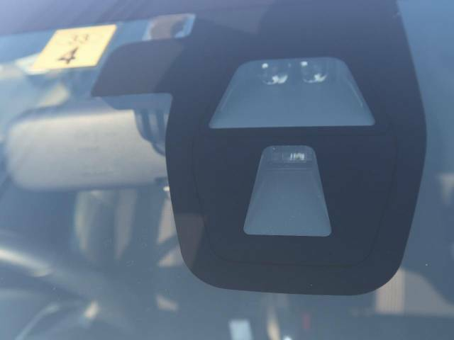 【シティーブレーキアクティブシステム】約30●/h以下での前方車両との衝突回避・軽減を支援します。また、急な発進を制御することもできます。