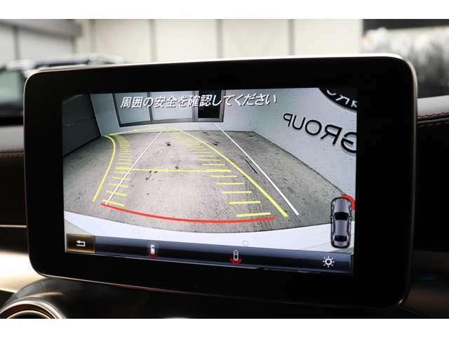 目視が出来ない車輌後方を鮮明にナビ画面に映し出すガイドライン付きバックカメラを採用し、より快適に車庫入れが可能になります!