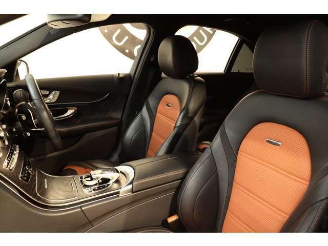 クオリティの高い綺麗な状態が維持されたレッドペッパー&ブラックレザーシートを装備!メモリー機能付きパワーシート、シートヒーター、ランバーサポートなど多機能設計で快適なドライブをサポートします!!