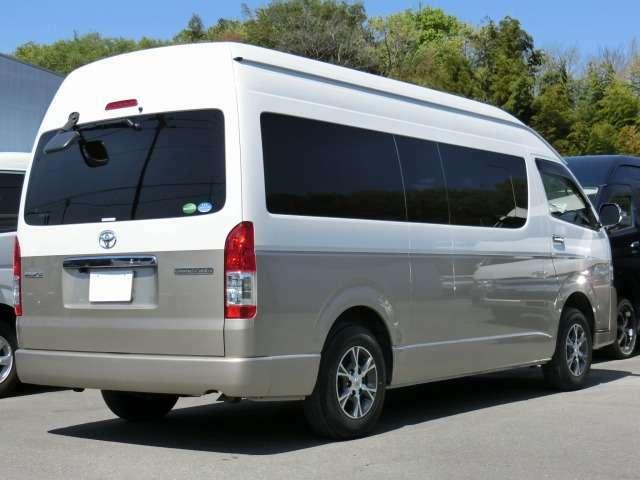 長さ:538cm/幅:188cm/高さ:228cm/車両重量:2160kg/車両総重量:2710kg/燃料タンク:70リットル/カラーナンバー:2JZ