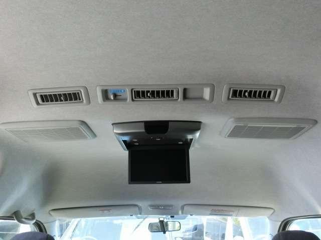 社外10.1型後席モニター(アルパイン/RSA10S-L)が装備されています。