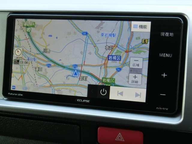 社外メモリーナビゲーション(イクリプス/AVN-R7W)が装備されています。DVDビデオ+フルセグTVの視聴が可能です。Bluetooth対応です。