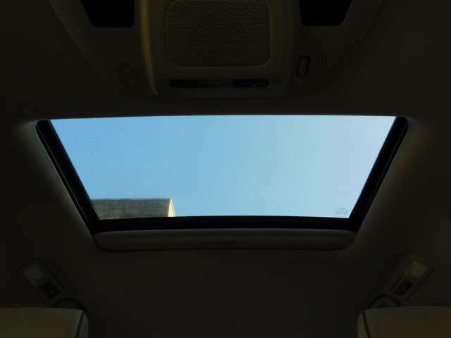 ★天気のいい日はサンルーフを開けて、気持ちいいドライブを楽しめます!