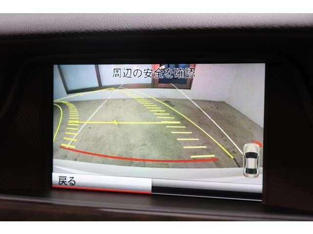 目視ができない車輌後方をナビモニターにて確認する事が可能な、ガイドライン付きバックカメラを搭載!安全な車庫入れをサポートします!