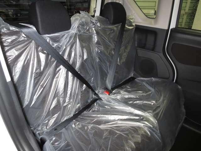 リヤプライバシーガラスで室内も安心です。