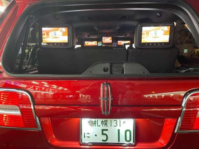 リアハッチガラスを開けて停車したらモニタが映えますが、、、車内にハエが入るかも、、、
