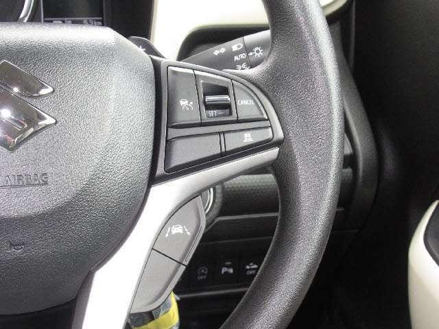 レーダークルーズコントロール付!アクセルを踏まなくても設定した速度と先行車との適切な車間を維持できます!高速道路の走行が楽に!!