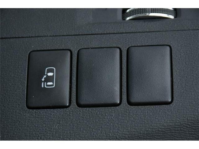 その助手席側のスライドドアは電動式♪運転席のボタンで開閉させることもできるんです♪便利♪♪