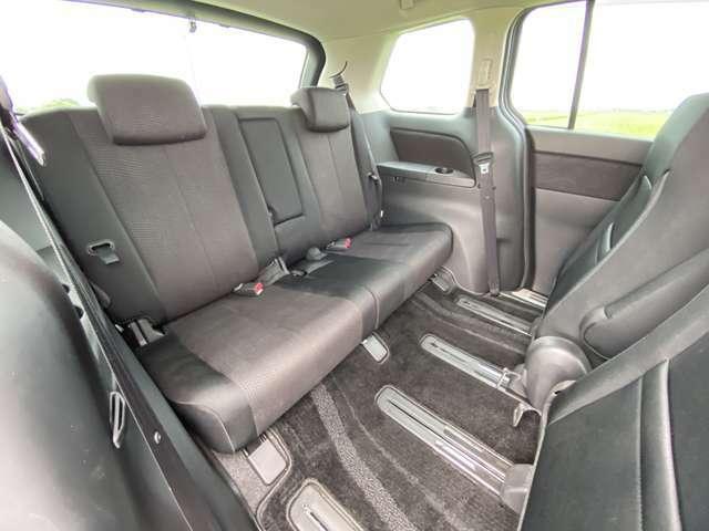 <サードシート>ドリンクホルダーが付いています♪