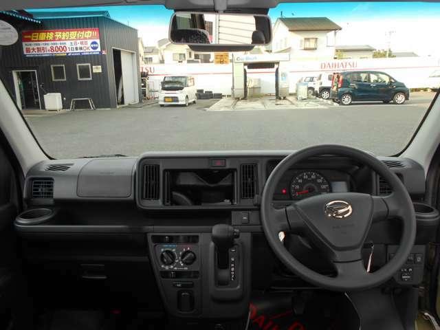 インパネはドライバーが運転しやすいように走行中の目線の動きを抑えた作りをしているそう。ドライバーの手が届きやすい所に配置されたボタン関連もポイントです。運転に集中できる機能的なデザインが魅力的です。