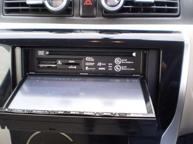 CD,DVDの再生ドライブ内蔵しています。