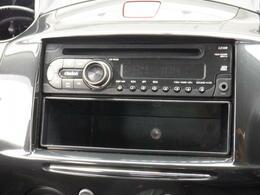 ★オーディオ装備★快適なプライベート空間で大好きな音楽と楽しいドライブは如何ですか?(^^) 操作方法も簡単で気軽に音楽が楽しめます! CD、AM、FMのメディアをお聞き頂けます!