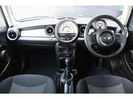 BMW純正のポリマーコーティングは輸入車の塗装にマッチします。皮膜の厚さと水に濡れたような艶が自慢です。航空機のボディーコート材としても使われております。またはG'zoxのガラスコーティングも施行可能です。