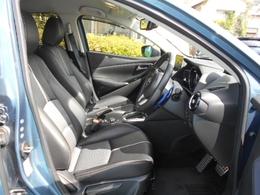 運転席の質感も良好です!シートリフターやチルトステアリングで理想のシートポジションをゲットできます!