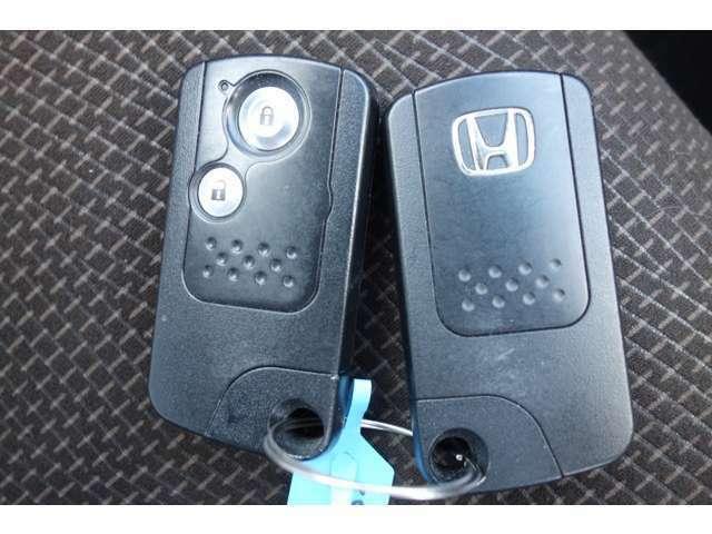 スマートキーは本当に便利です。小さな荷物なら両手に持っていてもキーの開け閉めができます。