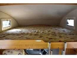 バンクベッドも広々です☆サイズは190cm×185cm(大人3名・子供1名)になります♪