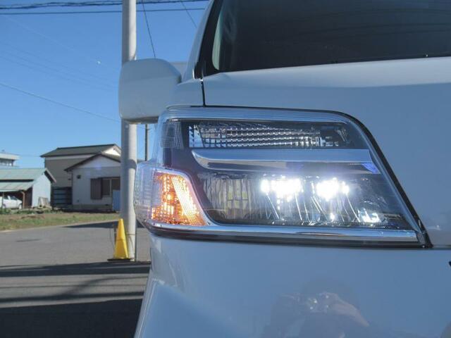 ◇オートマチックハイビーム カメラで対向車や先行車を認識し、居ないときだけ自動的にハイビームにするヘッドライト。◇オート