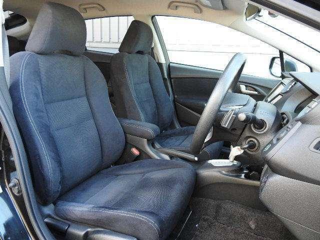 すわり心地も良い運転席、助手席シートです。