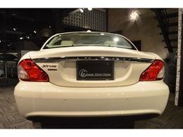 AIS車輌検査資格取得の当スタッフが全てのお車の品質鑑定・検査を行い徹底検査の上、厳選されたこだわりの上質車のみを販売しております。