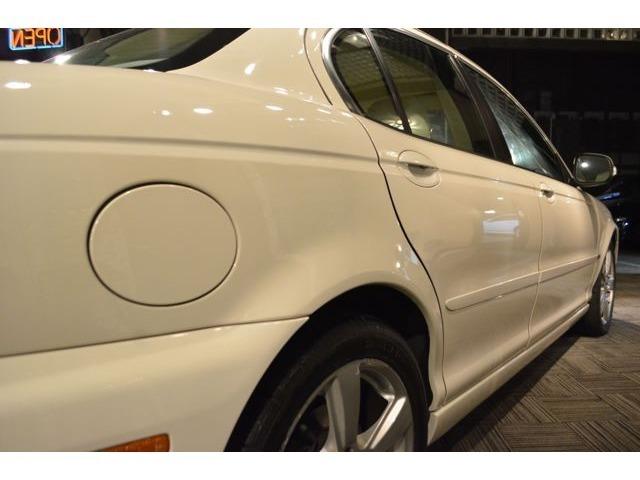 メカニック常駐の自社工場有り、車検・修理なども承ります。無料代車もご用意。積載車でのお引取りもご相談下さい。アフターメンテナンスなども安心の快適カーライフをお届けいたします。