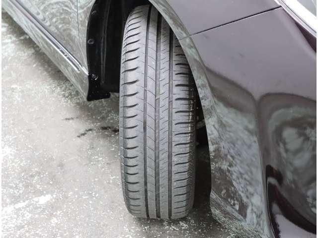 タイヤの残り溝は約5mmです。