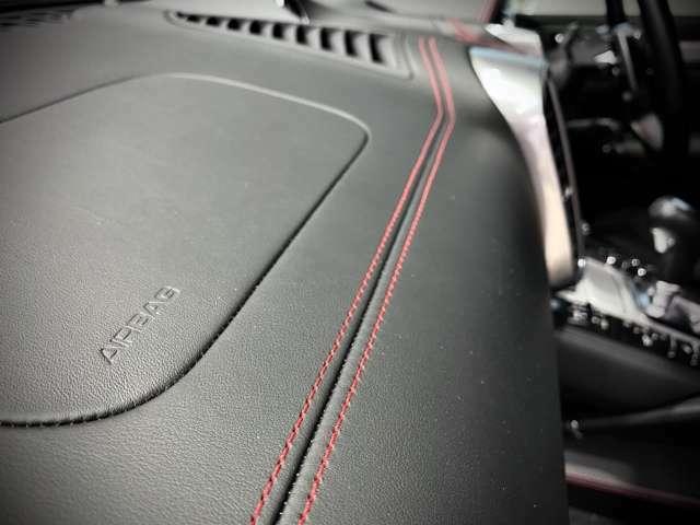 GTSといえばこの【レッドステッチ!】ブラックだけの内装では味わえない華やかさを演出。