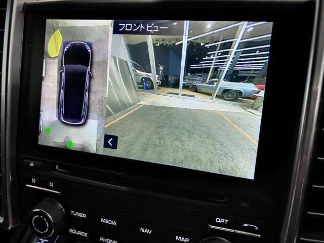 全方位についているカメラ映像ががナビ画面へ。オプションの【全方位カメラ】がバック駐車・縦列駐車・見通しのの悪い道路から出るのにもとても便利な機能が搭載されております。