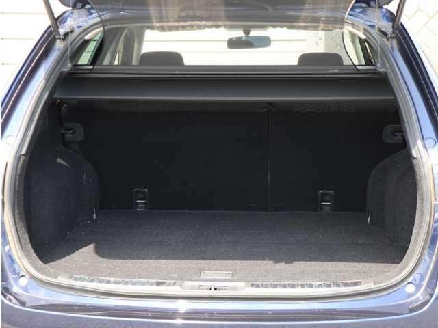 【トランク】・・・トランクも広々です☆ ゴルフバックはもちろん、お買い物の荷物もたっぷり積めますよ!