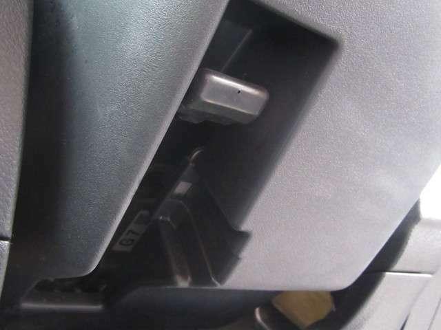 チルトステアリングやシートリフターが付いているので、楽な姿勢で運転をすることが出来ます。