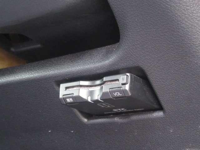 ETC車載器がついています。ETCカードを用意すれば、高速道路の料金所でのわずらわしさがありません。