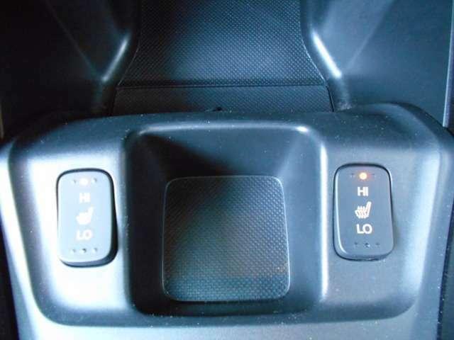 運転席と助手席シートヒーター付きです!