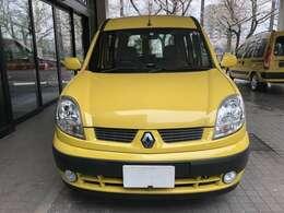 カングーの定番ともいえるレモンイエローのお車です。